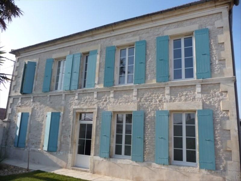 Sale house / villa Le chateau d'oleron 548550€ - Picture 1