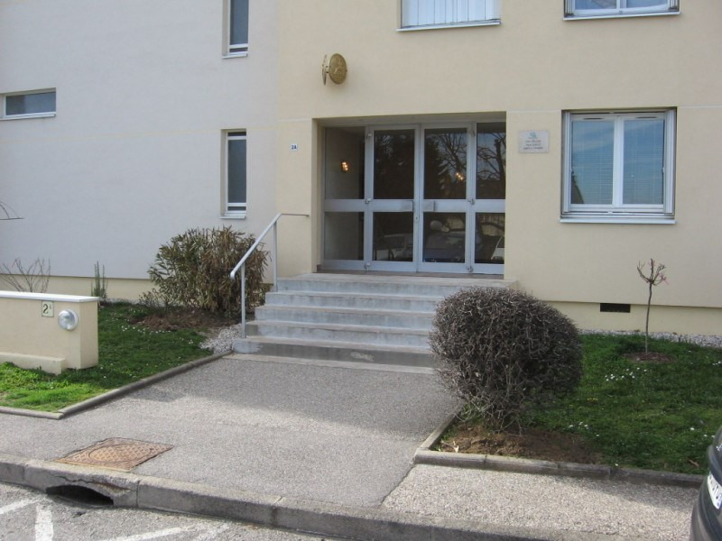 Location appartement La mulatiere 588€ CC - Photo 2