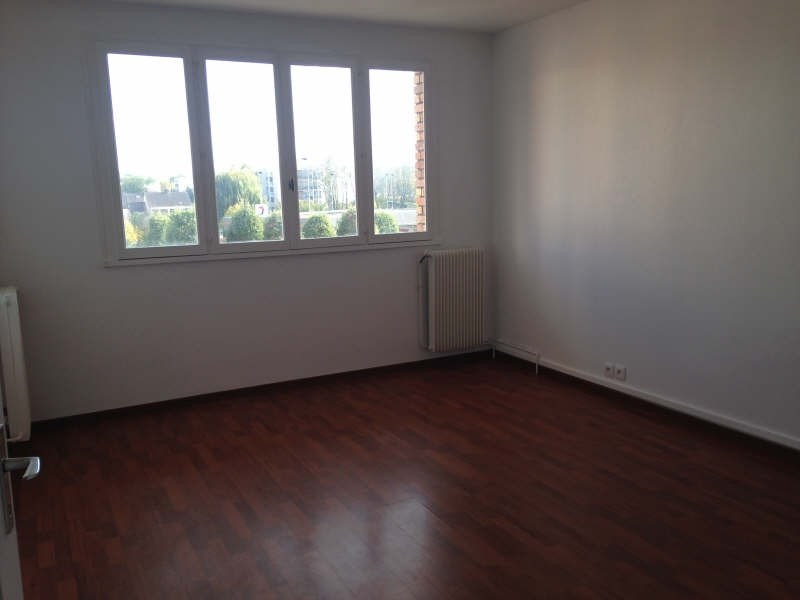 Rental apartment Maurepas 772€ CC - Picture 1
