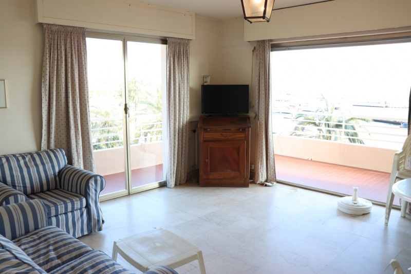 Sale apartment Le lavandou 395 000€ - Picture 2