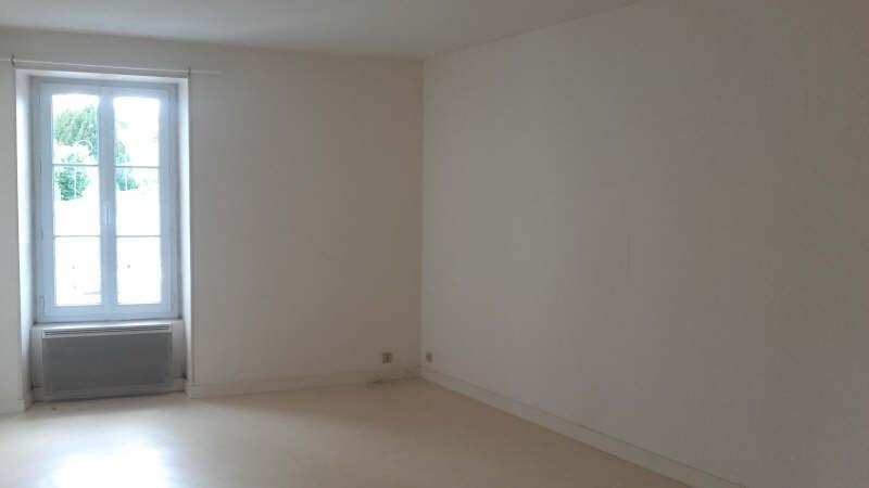 Location appartement Liguge 373€ CC - Photo 3