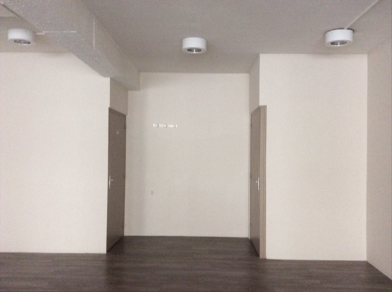 Location local commercial Cholet 1 150€ HT/HC - Photo 3