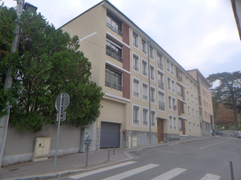 Location appartement Oullins 644€ CC - Photo 1