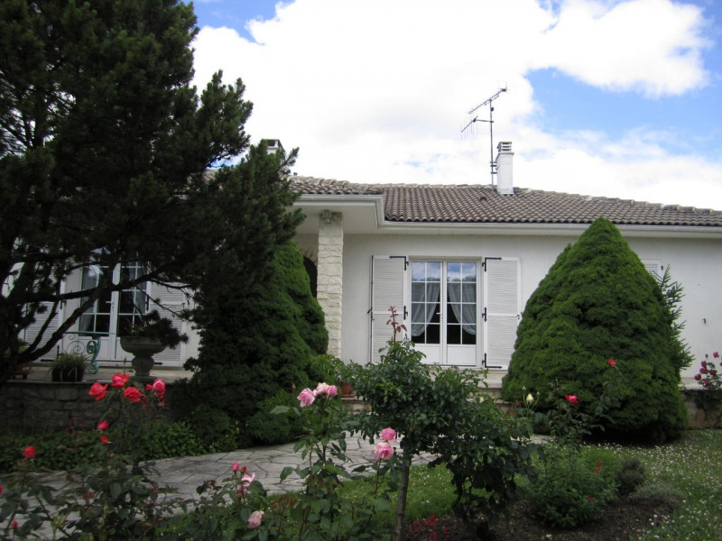 Sale house / villa Barbezieux-saint-hilaire 239 000€ - Picture 1