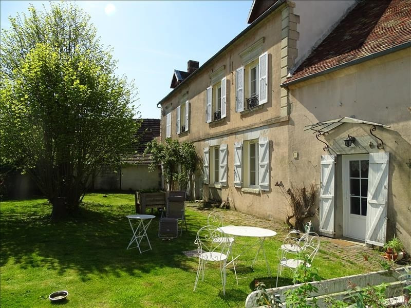 Sale house / villa Chambly 375 000€ - Picture 1