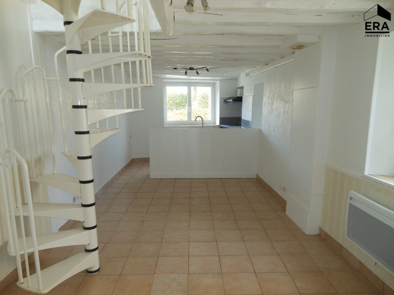 Rental house / villa Solers 650€ CC - Picture 1