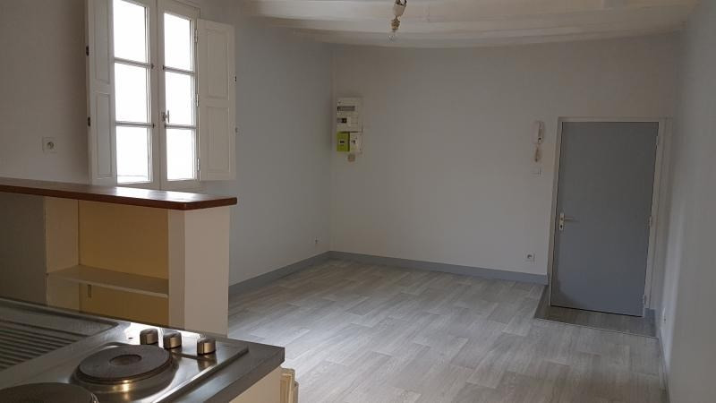 Rental apartment Laval 325€ CC - Picture 2
