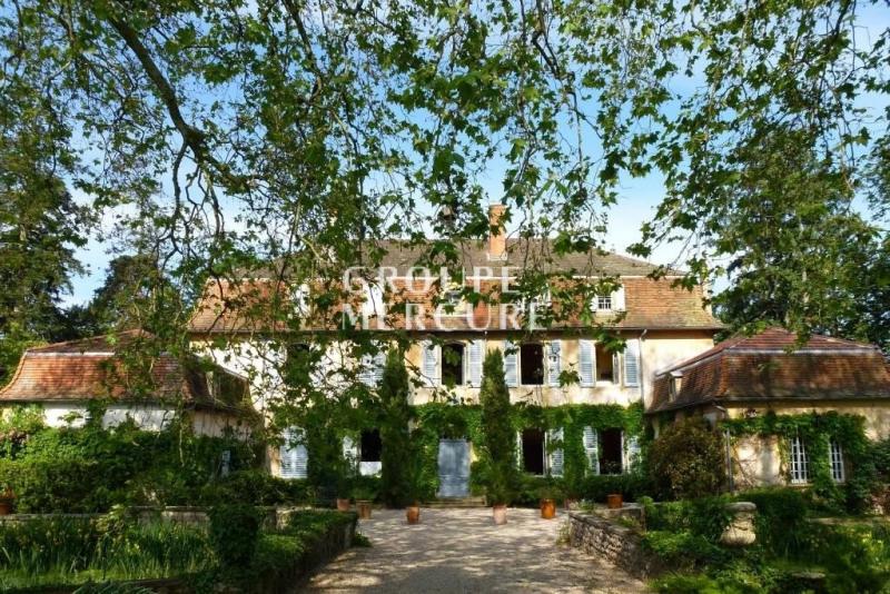 Property near Charlieu ; château XVIIIo century. 500 m2.