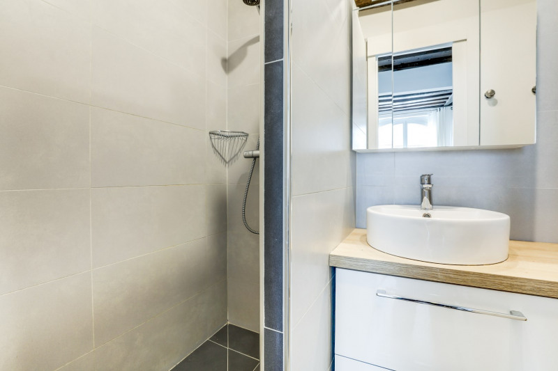 Sale apartment Paris 1er 330000€ - Picture 6