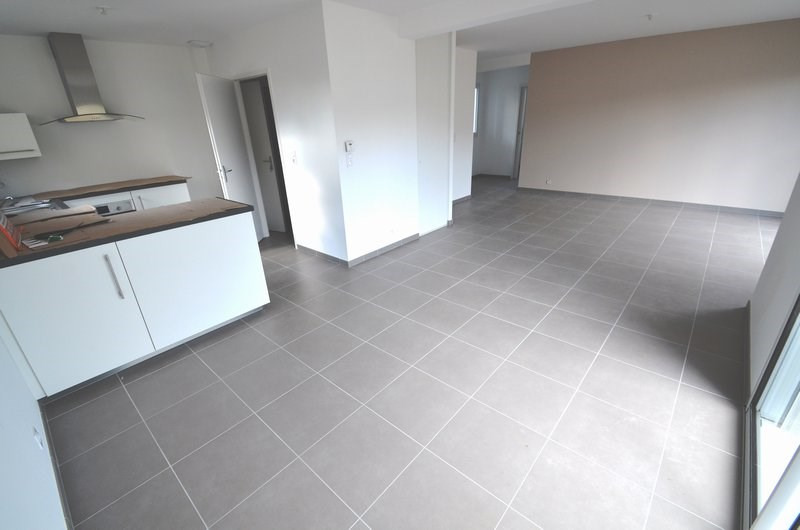 Location maison / villa Agneaux 780€ CC - Photo 3