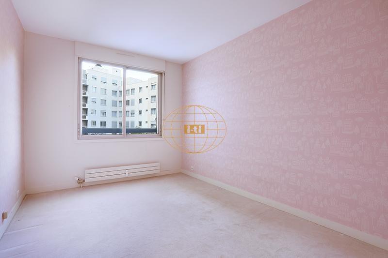 Sale apartment Courbevoie 655000€ - Picture 6