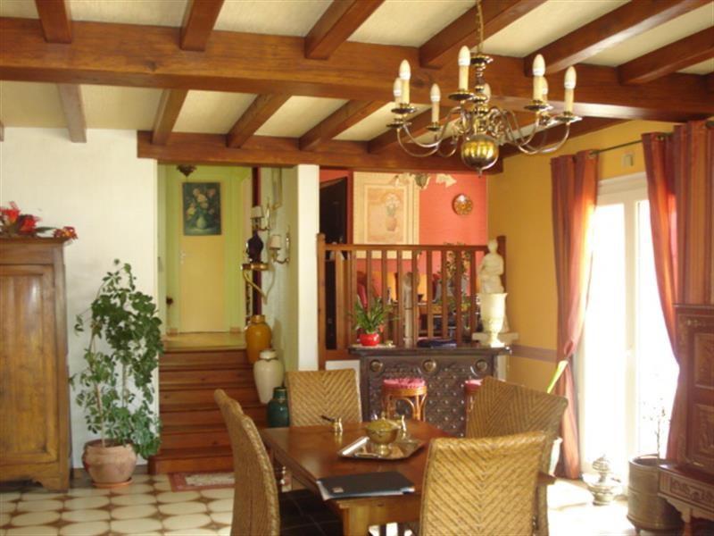 Sale house / villa Lussant 274300€ - Picture 4