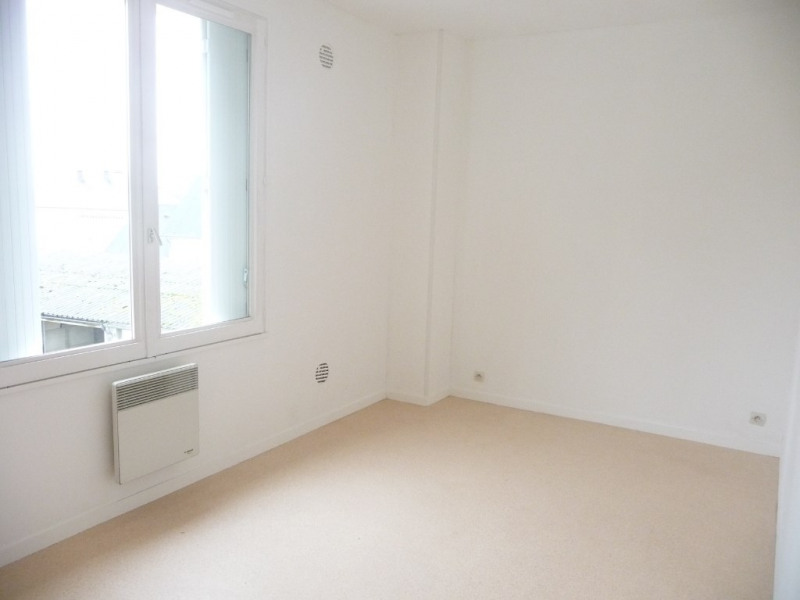 Rental apartment Chateau renault 460€ CC - Picture 3