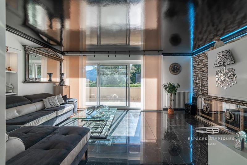 Appartement rénové avec terrasse au calme