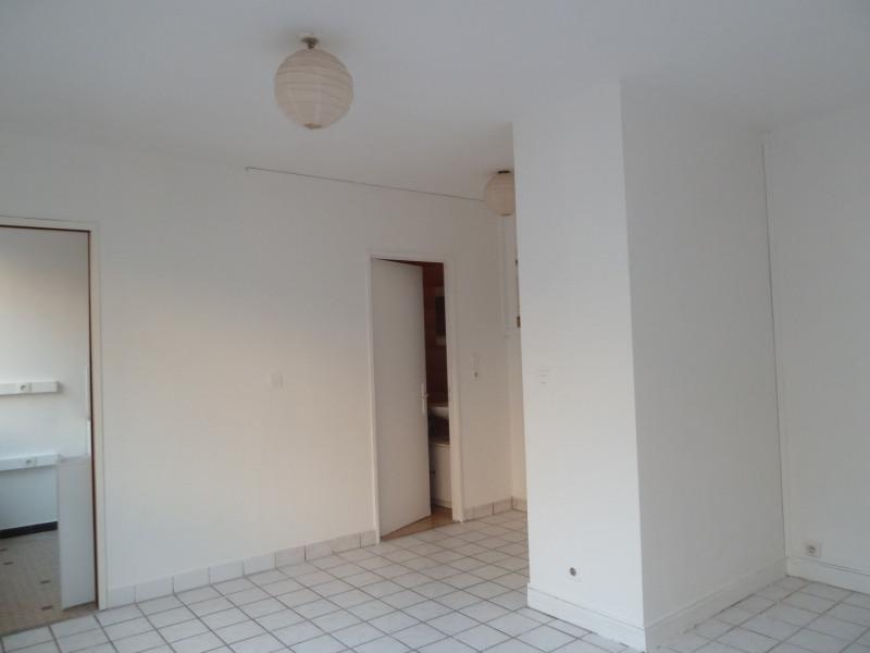 Alquiler  apartamento Paris 18ème 750€ CC - Fotografía 2