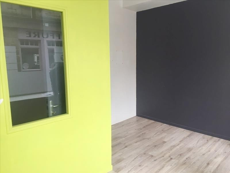 Location local commercial Fougeres 650€ HT/HC - Photo 1