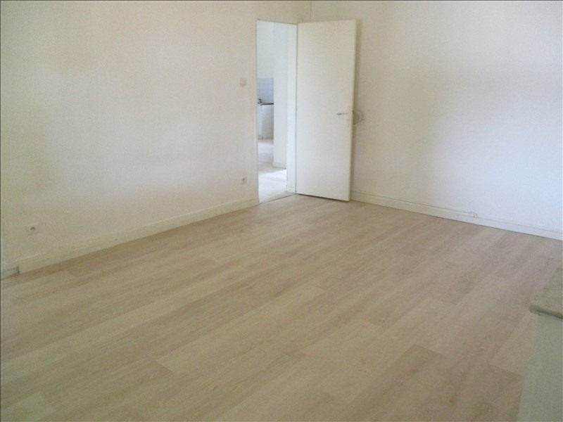 Rental apartment Salon de provence 724€ CC - Picture 7
