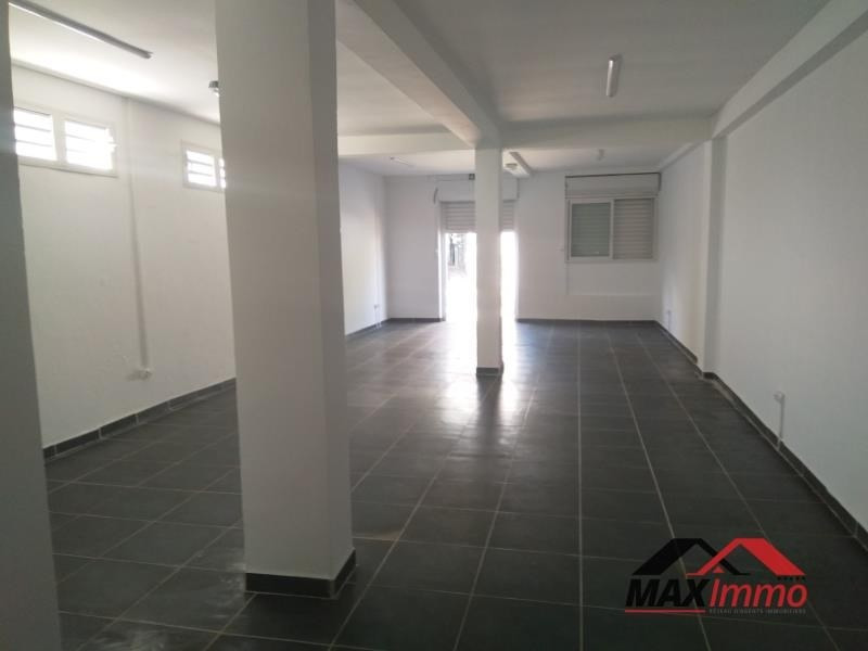 Location local commercial Le tampon 1040€ HT/HC - Photo 3