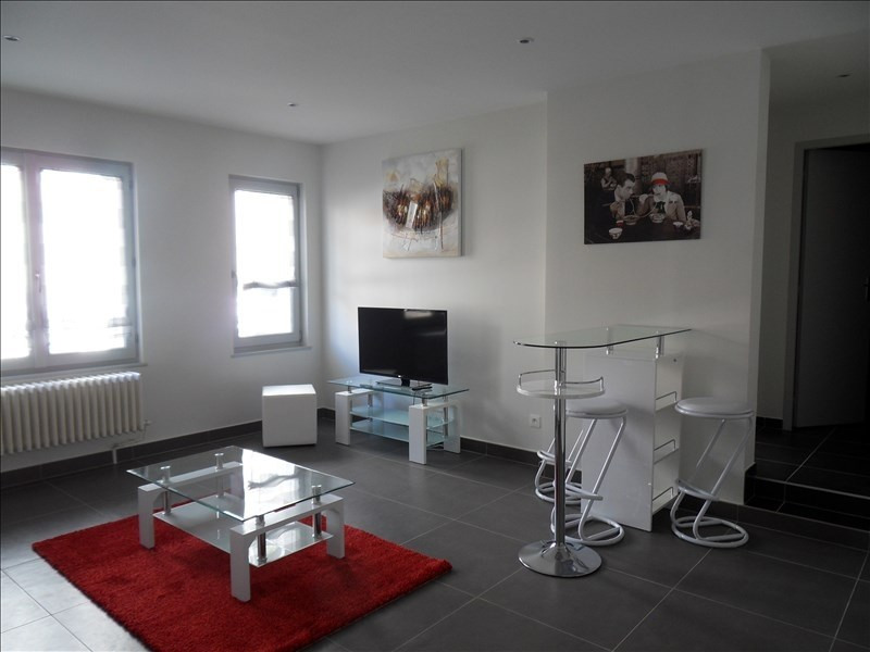 Location appartement Lyon 6ème 1063€ CC - Photo 1