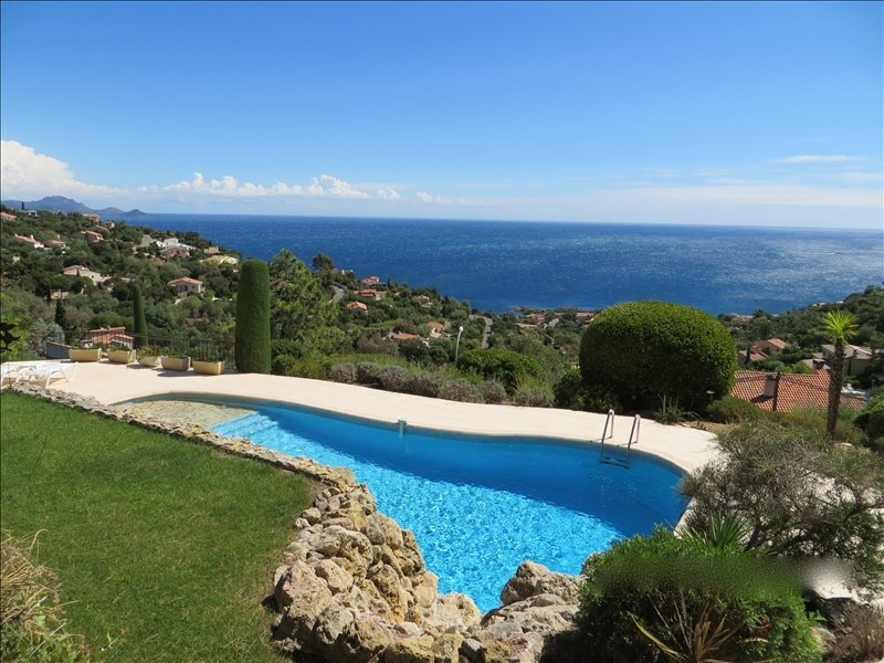 Deluxe sale house / villa Les issambres 1195000€ - Picture 1