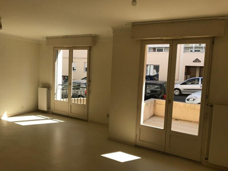 Rental apartment La roche sur yon 471,42€ CC - Picture 3