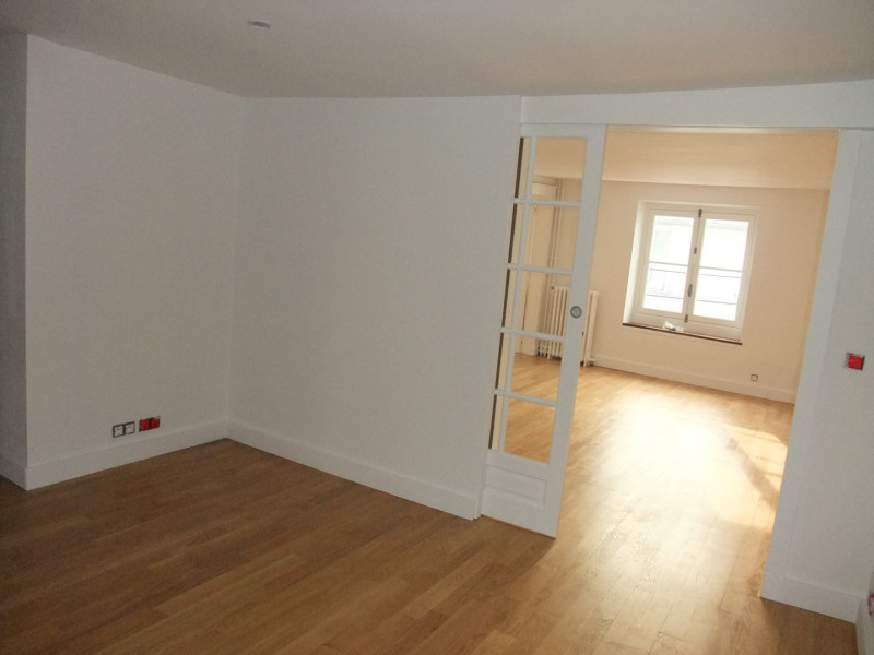 Location appartement Paris 8ème 2 300€ CC - Photo 1