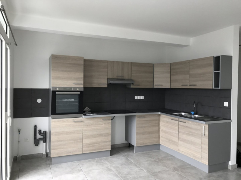 Location appartement Petite ile 720€ +CH - Photo 1