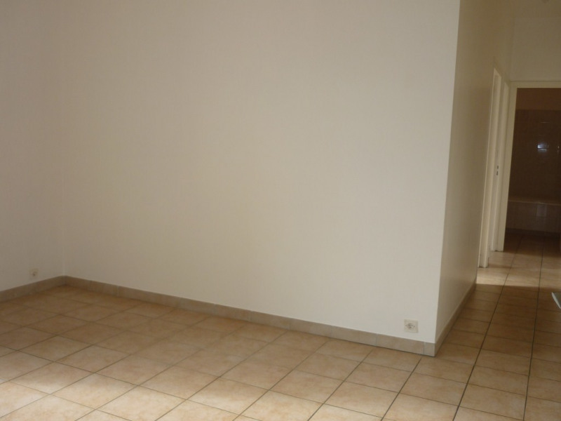 Location appartement Aubenas 389€ CC - Photo 2