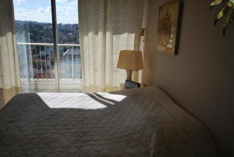 Rental apartment Antibes 1 800€ CC - Picture 4