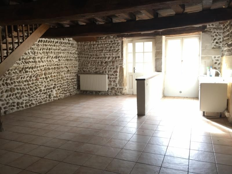 Location appartement Assieu 800€ CC - Photo 2