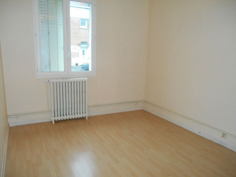 Rental apartment Saint quentin 365€ CC - Picture 1