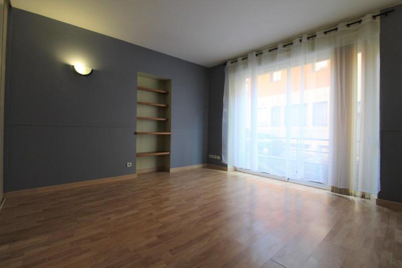 Locação apartamento Voiron 395€ CC - Fotografia 1