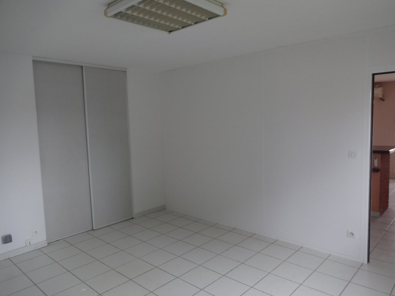 Location local commercial Cornebarrieu 1 050€ CC - Photo 6