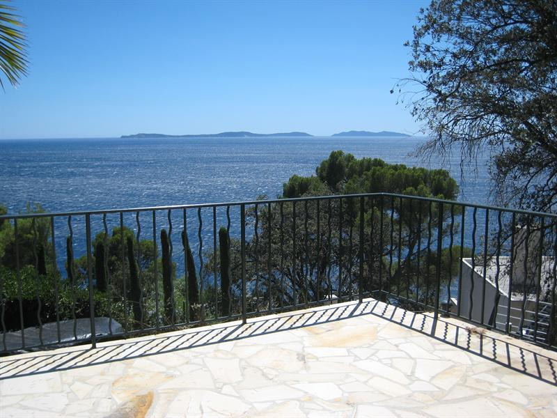 Vacation rental house / villa Cavalaire sur mer 1 500€ - Picture 7