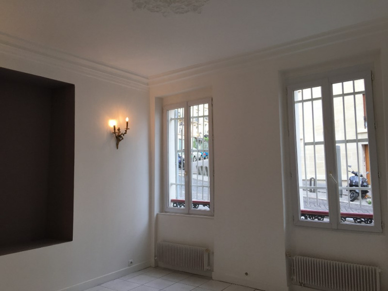 Location appartement Paris 18ème 1 200€ CC - Photo 2