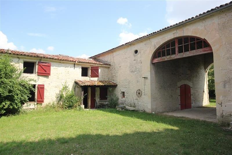 Sale house / villa Villeneuve-la-comtesse 259700€ - Picture 1