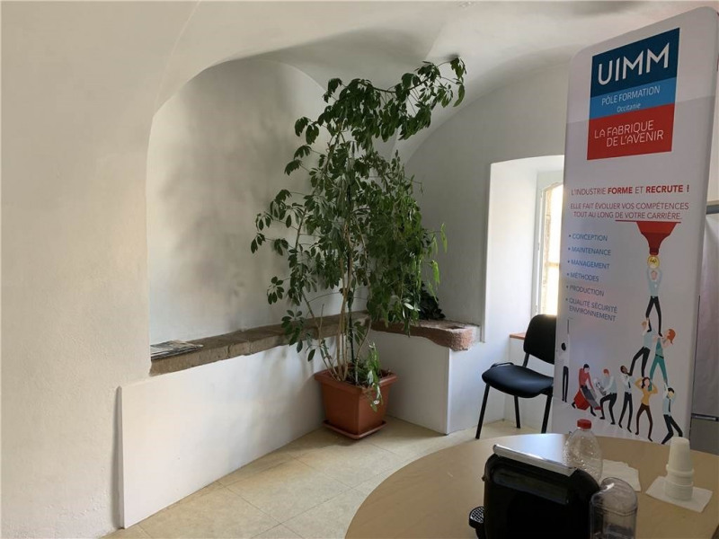 Location local commercial Onet-le-chateau 690€ CC - Photo 1