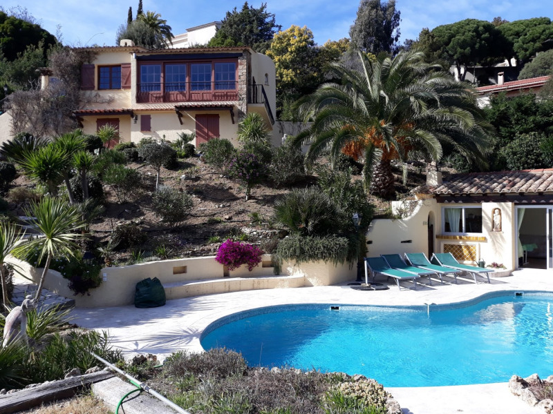 Vacation rental house / villa Les issambres 1 200€ - Picture 1