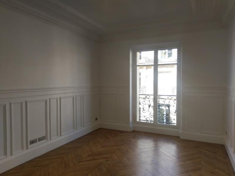 Location appartement Paris 7ème 5610€ CC - Photo 4