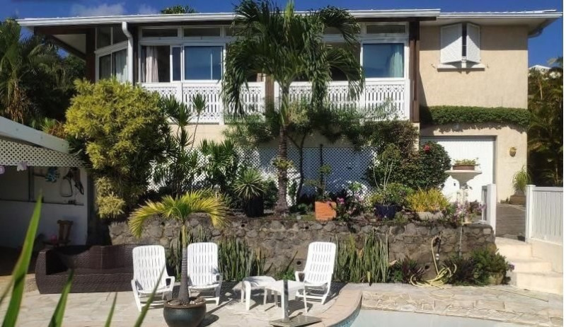 Sale house / villa Ste marie 389000€ - Picture 1