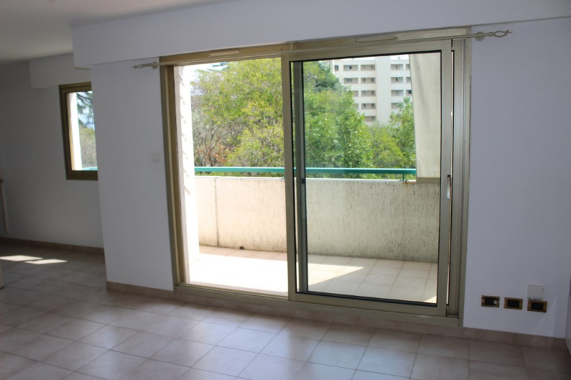 Sale apartment Nice 220 000€ - Picture 2