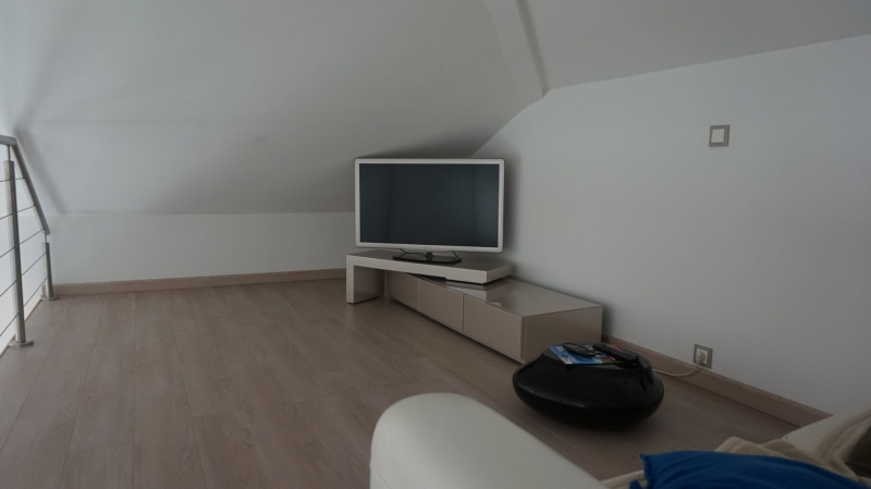 Deluxe sale apartment Archamps 670 000€ - Picture 11