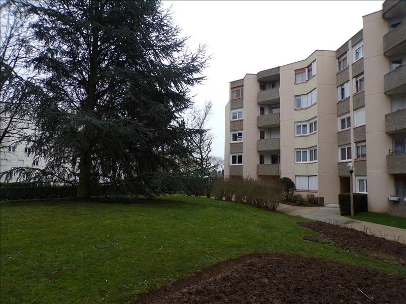 Rental apartment Montigny le bretonneux 990€ CC - Picture 1