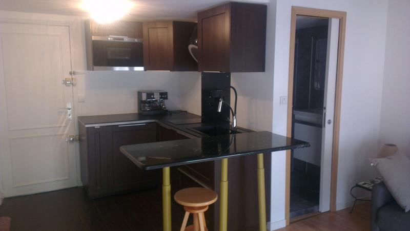 Rental apartment Paris 7ème 1100€ CC - Picture 1