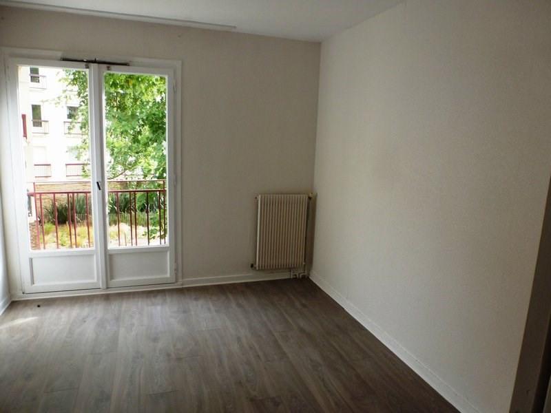Rental apartment Maurepas 855€ CC - Picture 3
