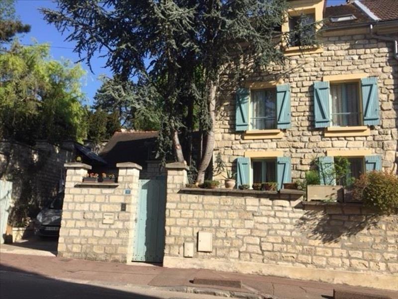 Sale house / villa Le mesnil le roi 577500€ - Picture 1