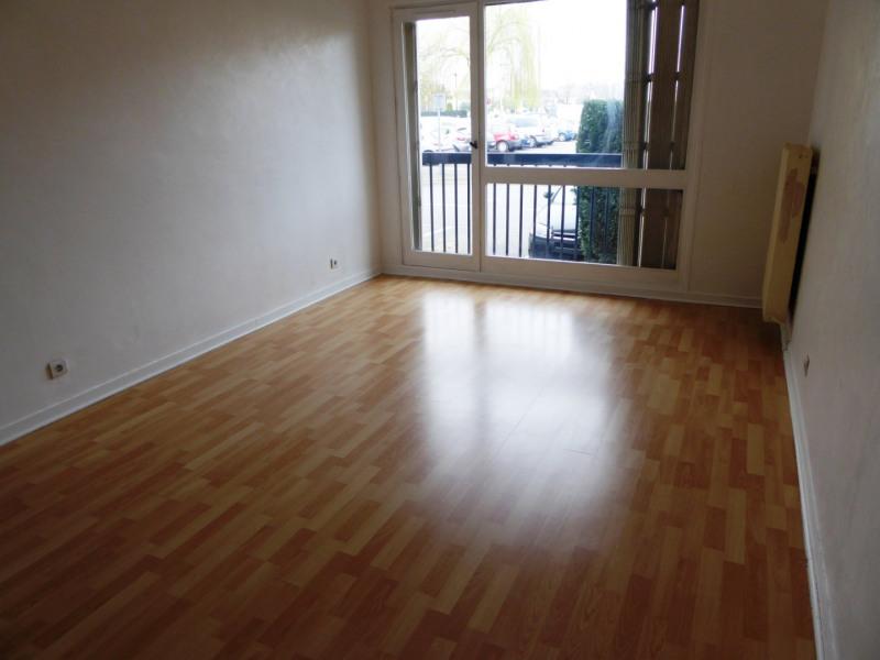 Rental apartment Maurepas 770€ CC - Picture 1