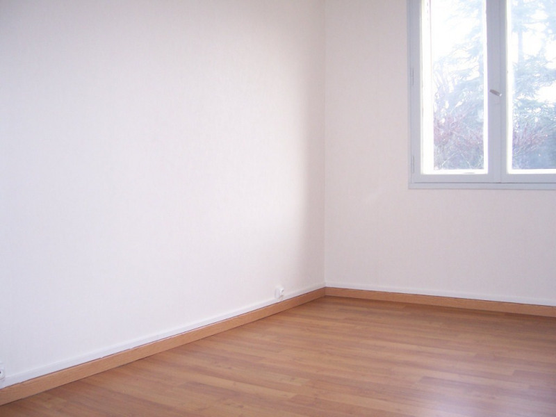 Location appartement Aubenas 550€ CC - Photo 3