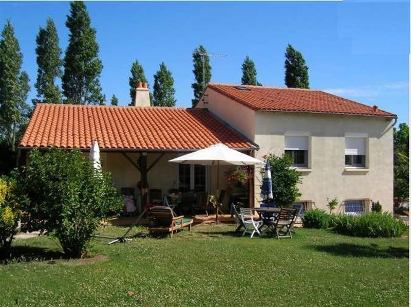 Sale house / villa Lussant 274300€ - Picture 1