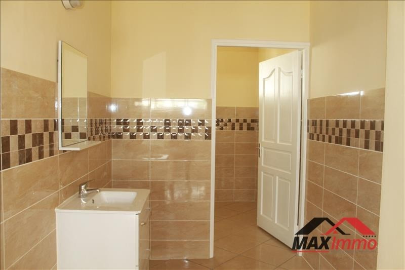 Location local commercial Le tampon 4299€ HT/HC - Photo 3
